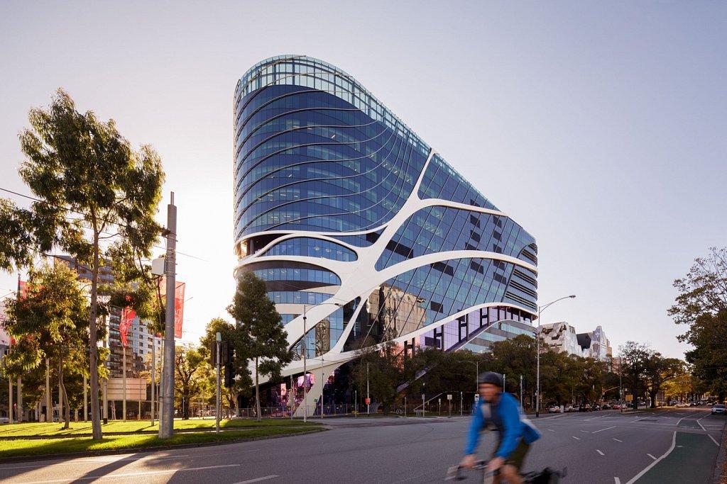 Peter MacCallum Cancer Centre // Silver Thomas Hanley + DesignInc + McBride Charles Ryan